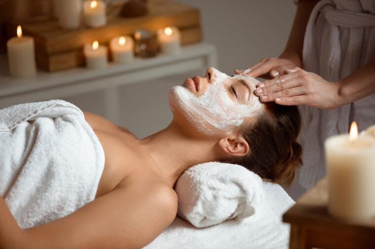 Zabiegi z zakresu kosmetyki na twarz i ciało